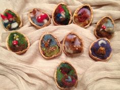 Scenes in walnut shells adorable! 2019 Scenes in walnut shells adorable! The post Scenes in walnut shells adorable! 2019 appeared first on Wool Diy. Felted Wool Crafts, Felt Crafts, Needle Felted Ornaments, Felt Diy, Handmade Felt, Felt Christmas Ornaments, Christmas Crafts, Christmas Christmas, Christmas Decorations
