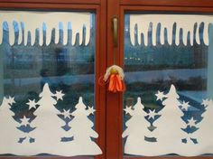 Kuvahaun tulos haulle výzdoba oken v mš zima Dollar Store Christmas, Christmas Art, Winter Christmas, Christmas Window Decorations, School Window Decorations, Diy And Crafts, Paper Crafts, Angel Crafts, Winter Crafts For Kids