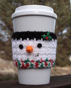 Crochet Ideas Easy Free Easy Crochet Patterns for Christmas Themed Cup and Mug Cozies. - Gift Some Lovely Christmas Themed Cup Cozy and Mug Cozy to all, this festive season. Have a look at these amazing Free Easy Crochet Patterns. Crochet Coffee Cozy, Coffee Cup Cozy, Crochet Cozy, Crochet Gratis, Free Crochet, Coffee Shop, Coffee Mugs, Sweet Coffee, House Coffee