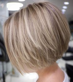 70 Cute and Easy-To-Style Short Layered Hairstyles Straight Textured Creamy Blonde Bob Bobs For Thin Hair, Short Hair With Layers, Short Hair Cuts, Short Bob Cuts, Stacked Bob Fine Hair, Short Bob Thin Hair, Bob Hair Cuts, Short Bob Styles, Stacked Bobs