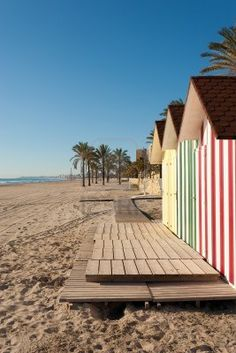 Cabañas de playa en playa de Muchavista, Costa Blanca, España Beach Huts, Beach Shack, Beach Cottages, Asturian, Family Holiday Destinations, Villa, Moraira, Beach Color, Garden Painting