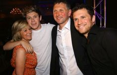The Horan family. So perfect. GAH. I feel like I'd fit in quite well with these people. What do you say we make that happen Mr.Niall Horan?