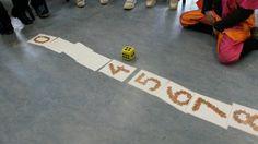 Wat gegooid is, wordt omgedraaid Preschool Math, Math Classroom, Learning Activities, Kindergarten, Subitizing, Numeracy, Primary School, Pre School, Cycle 2