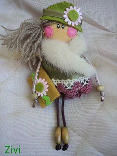 Small felt cloth doll brooch, small felt doll, doll pin brooch, handmade dolls, gifts for christmas, brooch for girl, dolls, cloth dolls