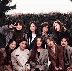 """""""irene, a single mother of 8 daughters"""" Wendy Red Velvet, Red Velvet Irene, Black Velvet, Kpop Couples, Cute Couples, Girls Dp, Kpop Girls, K Pop, South Korean Girls"""
