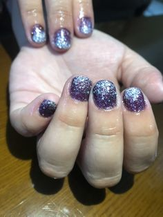 #gellak #purple #silverglitter #glitter #naturalnail #oilyhands Natural Nails, Silver Glitter, Purple, Beauty, Beleza, Silver Sequin