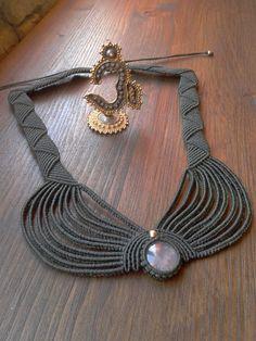 Pink Quartz cabochon handmade macramé necklace por byLaughingBuddha