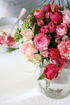 Roses via:  HERZ-ALLERLIEBST