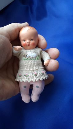 Clothes for babies / Clothes and shoes for dolls - Rihian Homepage Big Baby Dolls, Tiny Dolls, Old Dolls, Antique Dolls, Vintage Dolls, Dollhouse Dolls, Miniature Dolls, Victorian Dollhouse, Modern Dollhouse