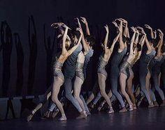 Animation Atelier Danse Classique Ballet Contemporain   Parisienne née en 1980, Audrey décide très tôt que la danse sera au centre de sa vie, et rentre en formation professionnelle dès l'age de 11 ans. Elle étudie la danse classique à l'académie Chaptal, chez Nathalie Buy, Wayne Byars et ladanse moderne chez Rick Odums, Bruno Collinet ou encore Carolyn Carlson.