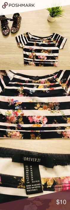 "Forever 21 Floral Crop Top Multicolored Floral Crop Top in great condition, it is a size medium but fits like a size small.  L 14"" W 13"" Forever 21 Tops Crop Tops"