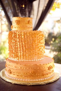 ruffled wedding cake // photo by eephotome.com // dessert by paigesbakehouse.com