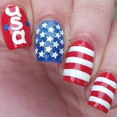 Patriotic nails. (by @cmlovesnails on IG)