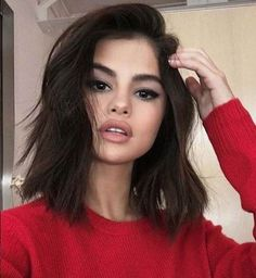 Hair short selena gomez hairstyles 61 ideas for 2019 Medium Short Haircuts, Trendy Haircuts, Medium Hair Cuts, Medium Hair Styles, Curly Hair Styles, Selena Gomez Short Hair, Selena Gomez Makeup, Selena Gomez Hairstyles, Selena Gomez Haircut