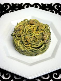 Almost Skinny Vegan Food: Zucchini Pasta with Mushrooms in a 'creamy' Avocado Sauce