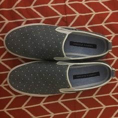 Tommy Hilfiger Shoes! Only worn once! Ships same day! Please make a reasonable offer! Cheaper on ♏️ Tommy Hilfiger Shoes Sneakers