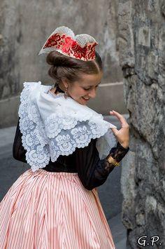 Arlésienne. Reine d'Arles