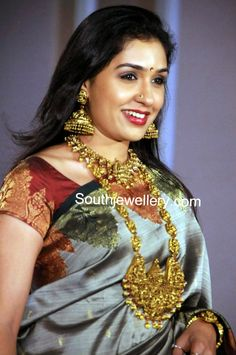 Anu Prabhakar in Temple Jewellery - Indian Jewellery Designs Beautiful Girl Indian, Most Beautiful Indian Actress, Beautiful Saree, Indian Jewellery Design, Jewellery Designs, Gold Temple Jewellery, Bridal Jewellery, Wedding Jewelry, Indian Jewelry Earrings