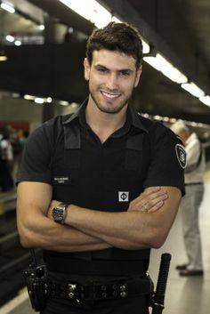 How do you say Frisk Me in Portuguese? Guilherme Leão he is from the Brazilian subway security from the city of São Paulo.