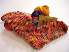 Some more gorgeous socks from Donna, Knit with Allegria! Fingerless Gloves, Arm Warmers, Socks, Knitting, Projects, Fingerless Mitts, Log Projects, Cuffs, Tricot