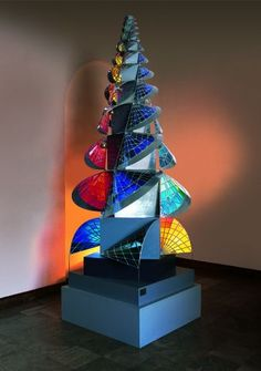 Itten developed the celebrated Bauhaus preliminary course and was a major influence during the early years. He left the Bauhaus after disagreements and founded the Itten School in Berlin. Unusual Christmas Trees, Xmas Tree, Johannes Itten, Jaune Orange, Bauhaus Style, Architectural Sculpture, Josef Albers, Modern Sculpture, Color Theory