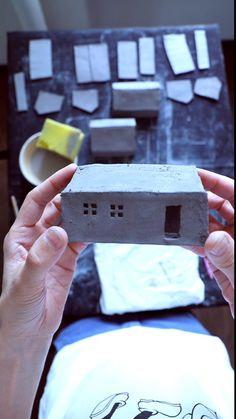 Clay Houses, Ceramic Houses, Ceramic Clay, Ceramic Pottery, Miniature Houses, Polymer Clay Crafts, Diy Clay, How To Make Ceramic, Cactus E Suculentas