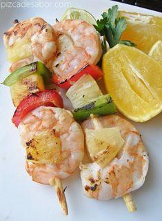Brochetas de camarón con marinada de cítricos - Pizca de Sabor Healthy Menu, Healthy Cooking, Healthy Recipes, Grilling Recipes, Seafood Recipes, Mexican Food Recipes, Food Truck, Samoan Food, Tapas