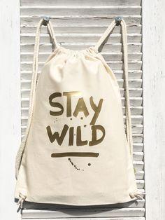 **Stay Wild**  Druck von crownprintcess  Schönes für zu Hause  **_Ein echt fetter Rucksack aus Organic Cotton._**  Rucksack / Turnbeutel aus Biobaumwolle  • gemäß der Control Union...