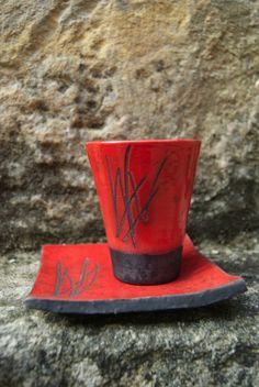 tasse sous tasse rouge