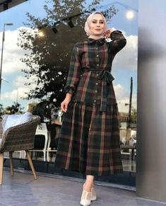 Discover recipes, home ideas, style inspiration and other ideas to try. Hijab Fashion Summer, Modest Fashion Hijab, Modern Hijab Fashion, Muslim Women Fashion, Hijab Fashion Inspiration, Trend Fashion, Fashion Outfits, Mode Abaya, Mode Hijab
