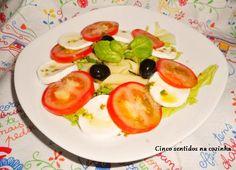 Cinco sentidos na cozinha: Salada de massa com tomate, queijo fresco e tomate...