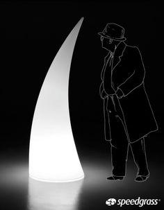 Horn Light Deluxe. Diferentes Formas de Luz. La mejor manera de dar vida y exclusividad al jardín es dando protagonismo a una forma iluminada de diseño italiano. Posibilidad de añadir el Kit de LED con mando a distancia para dar color a la forma escogida.