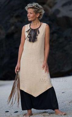 Summer outfit: beige linen flax long tunic with black sarouel 60 Fashion, Black Women Fashion, Fashion Story, Trendy Fashion, Womens Fashion, Fashion Styles, Linen Tunic Dress, Linen Dresses, Casual Dresses