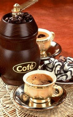 Difference Best Espresso Coffee and Drip Coffee - CoffeeLoverGuide Coffee Is Life, I Love Coffee, Coffee Break, My Coffee, Morning Coffee, Coffee Cafe, Coffee Drinks, Coffee Shop, Coffee Lovers