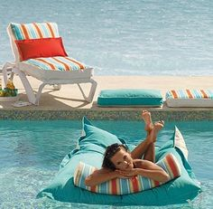Kai Lounge Floats