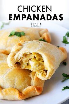 Cinco De Mayo Food Discover Chicken Empanadas Recipe (Baked In the Oven) - The Anthony Kitchen An easy recipe for baked Chicken Empanadas with a golden crust and a flavorful filling of shredded chicken canned green chiles and Monterey Jack cheese. Mexican Dishes, Mexican Food Recipes, Mexican Party Foods, Spanish Recipes, Potluck Recipes, Dinner Recipes, Quesadillas, Nachos, Beef Empanadas