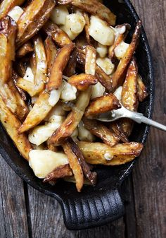 Canadian Poutine Recipe Authentic Canadian Poutine Recipe - fries, gravy and cheese curds.Authentic Canadian Poutine Recipe - fries, gravy and cheese curds. Potato Dishes, Potato Recipes, New Recipes, Dinner Recipes, Cooking Recipes, Favorite Recipes, Healthy Recipes, Game Recipes, Delicious Recipes
