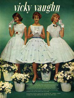 my vintage vogue Vintage Outfits, Retro Outfits, Vintage Dresses, Fifties Fashion, Retro Fashion, Vintage Fashion, Gothic Fashion, Fashion Mag, 1950s Style