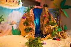 DIY waterfall idea for your Shipwrecked VBS main stage. Explore more decoration ideas at Concordia Supply!
