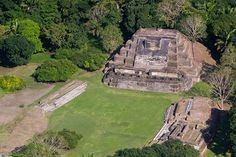 Ruines mayas de Altun Ha, Belize. http://www.lonelyplanet.fr/article/les-10-regions-visiter-en-2015 #ruines #mayas #altunha #belize #voyage #2015