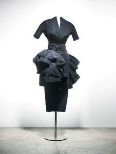 """fall 1948 - Christian Dior dress """"Petit Dîner"""",  ligne Ailée."""