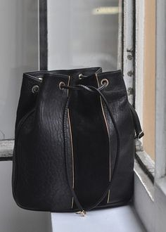 French Style by Sezane 4 Stylish Handbags, Black Handbags, My Bags, Purses And Bags, Leather Backpack, Leather Bag, Sacs Design, Sweet Bags, Cute Bags