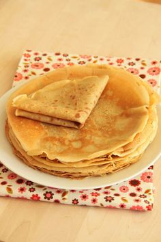Gluten and lactose free pancakes with coconut and vanilla Vegan Gluten Free Desserts, Foods With Gluten, Gluten Free Recipes, Raw Food Recipes, Sweet Recipes, Dessert Recipes, Dessert Healthy, Healthy Food, Lactose Free Pancakes