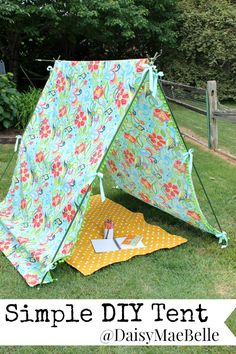 How to Make a Simple DIY Tent with outdoor fabric by OnlineFabricStore.net. #tutorial by @DaisyMaeBelle