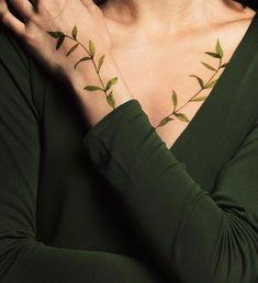 Vine Tattoos, Body Art Tattoos, Sleeve Tattoos, Tatoos, Chemistry Tattoo, Beautiful Flower Tattoos, Plant Tattoo, Full Body Tattoo, Botanical Tattoo