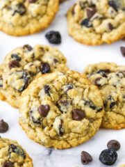 These Cherry Chocolate Chip Oatmeal Cookies are soft and chewy with lightly crispy edges! The combination of oatmeal, chocolate and pops of fruit from the cherries is delicious and so fun! Best Chocolate Cake, Oatmeal Chocolate Chip Cookies, Mint Chocolate Chips, Chocolate Cherry, Chocolate Covered Strawberries, Chocolate Coffee, Guinness Chocolate, Chocolate Fudge, Chocolate Desserts