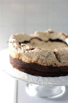 Arabafelice in cucina!: Torta al cioccolato con meringa alle nocciole (senza farina)