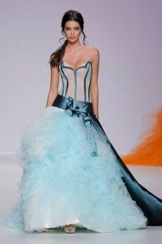 Vestito da sposa azzurro e blu cobalto