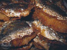 (Bez Garów - Odc.5 Ryba po indiańsku) Polowanie z ościeniem na ryby jest tak stare, jak sam człowiek. Wizerunki ludzi łowiących ryby zaostrzonym kijem... Banana Frita, Antipasto, Frittata, Meatloaf, Street Food, Steak, Bushcraft, Sandwiches, Pork