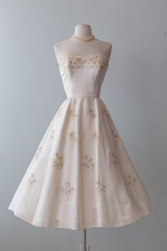 Xtabay Vintage Clothing Boutique - Portland, Oregon: Dress Archive, May 2019 Through June 2019 Pretty Outfits, Pretty Dresses, Beautiful Outfits, Vintage Outfits, Vintage Fashion, Vintage Clothing, 1950s Fashion, Dress Outfits, Fashion Dresses